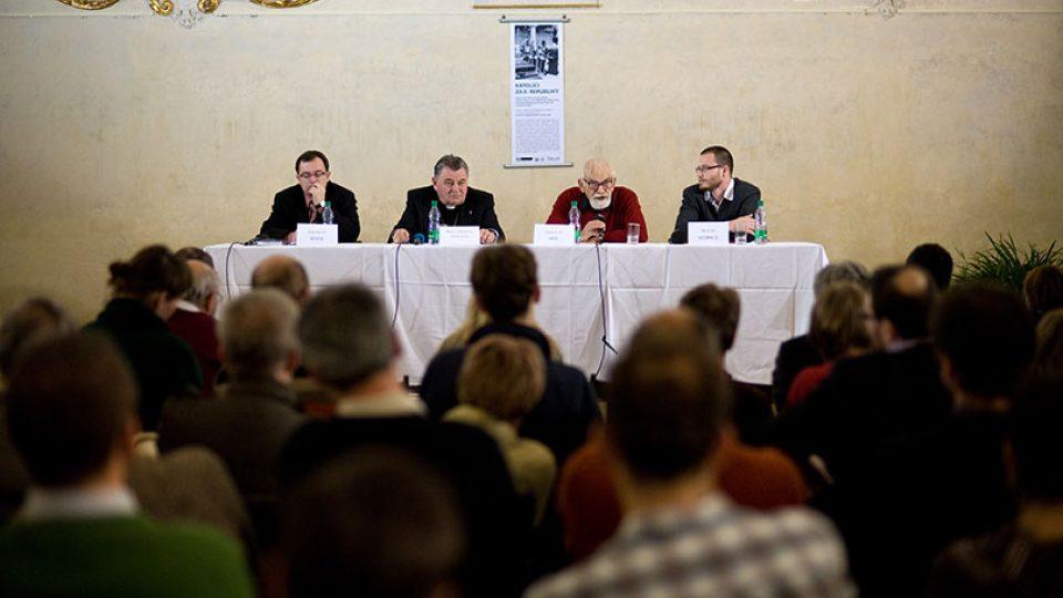 Debata nad knihou Literární život ve stínu Mnichova