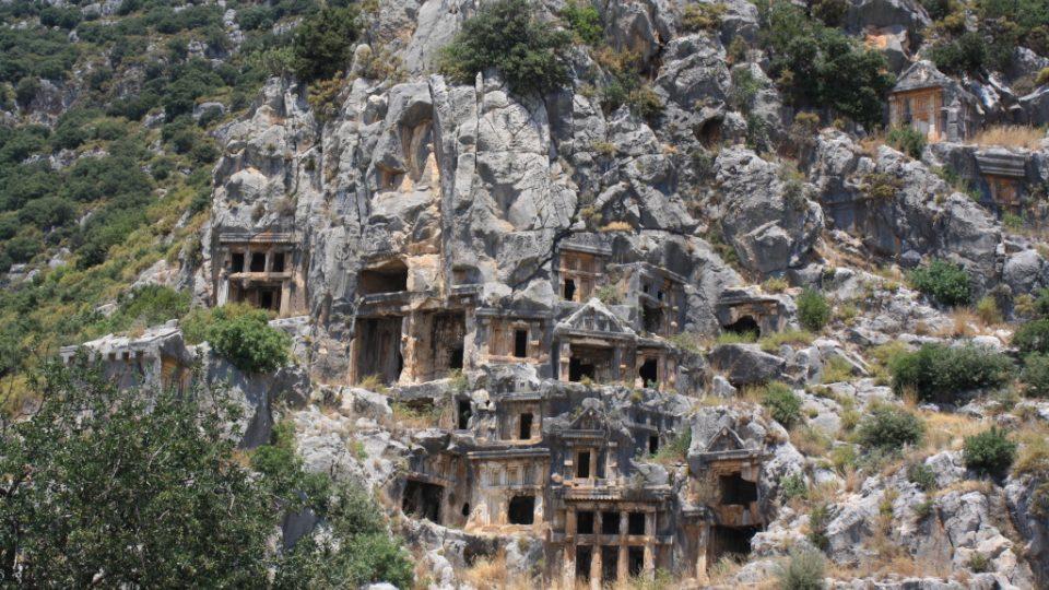 Skalní náhrobky v antickém městě Myra
