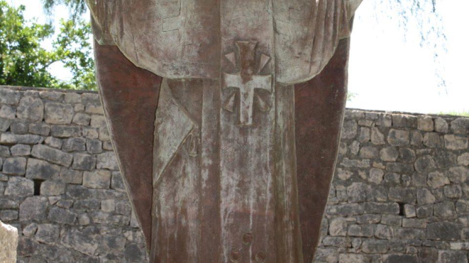 Socha sv. Mikuláše před stejnojmenným kostelem v dnešním městě Demre
