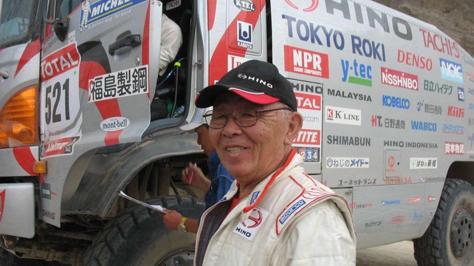 Aktivní důchodce Yoshimasa Sugawara opět závodí s kamiónem Hino