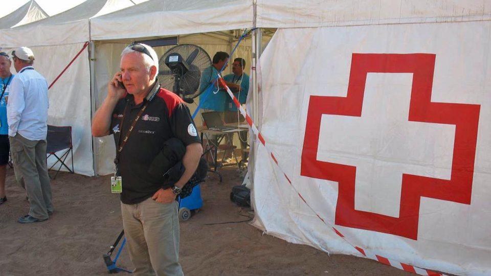 Milan Loprais čeká na výsledek vyšetření Aleše u lékařů rallye