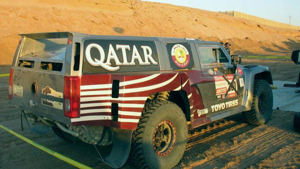 Hummer Al-Attiyaha v bivaku v Arice už mimo soutěž