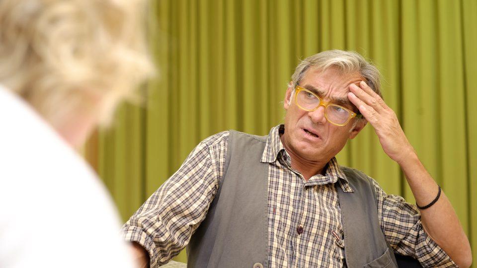 Herec Oldřich Kaiser při natáčení hry Lovu zdar