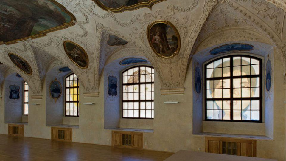 Instalace Woo-ri v refektáři dominikánského kláštera u sv. Jiljí v Praze