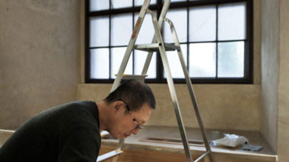 Příprava instalace Woo-ri v refektáři dominikánského kláštera u sv. Jiljí v Praze