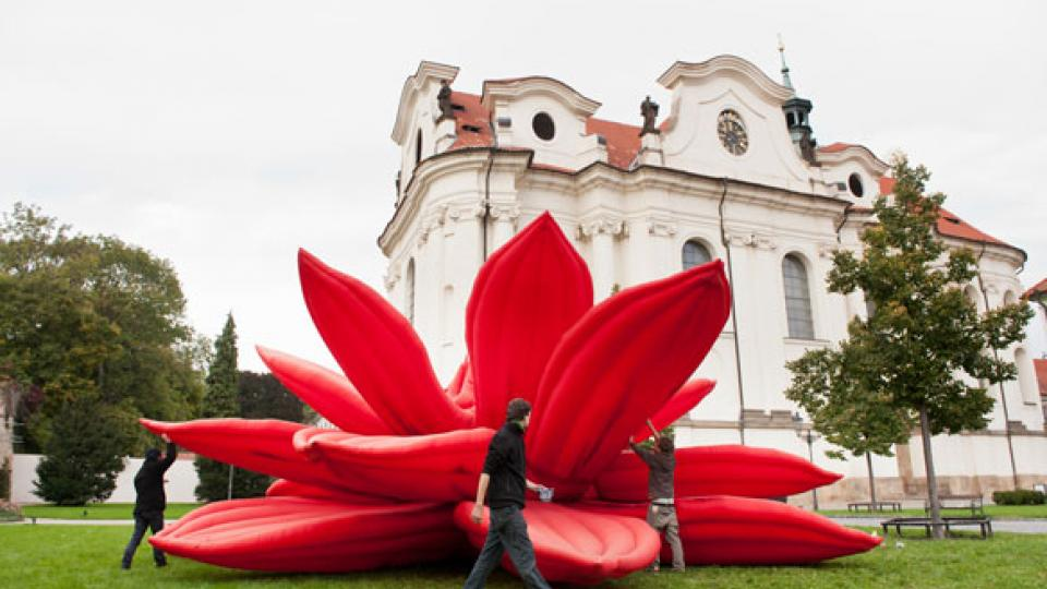 Příprava instalace Woo-ri v benediktinském klášteře v Praze-Břevnově