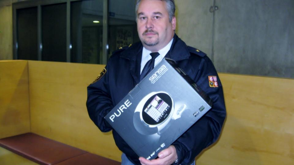 Odměnu za Martinu Českou převzal manžel - hasič