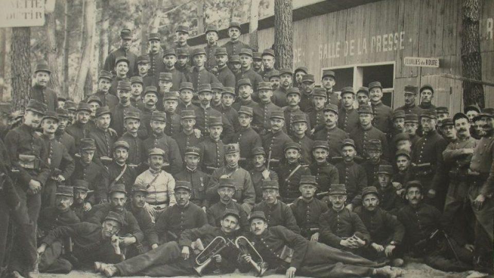 Rota Nazdar v městě Bayonne v říjnu 1914 před odjezdem na frontu