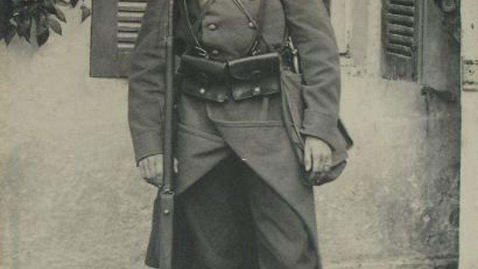 Dobrovolník roty Nazdar před odjezdem na frontu