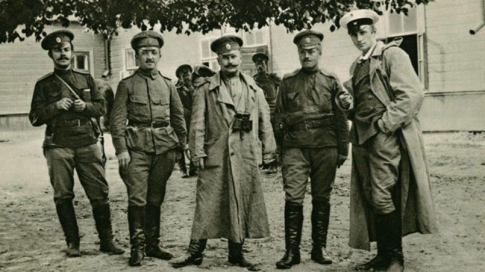 Velitel České družiny podplukovník Trojanov s důstojníky v roce 1915