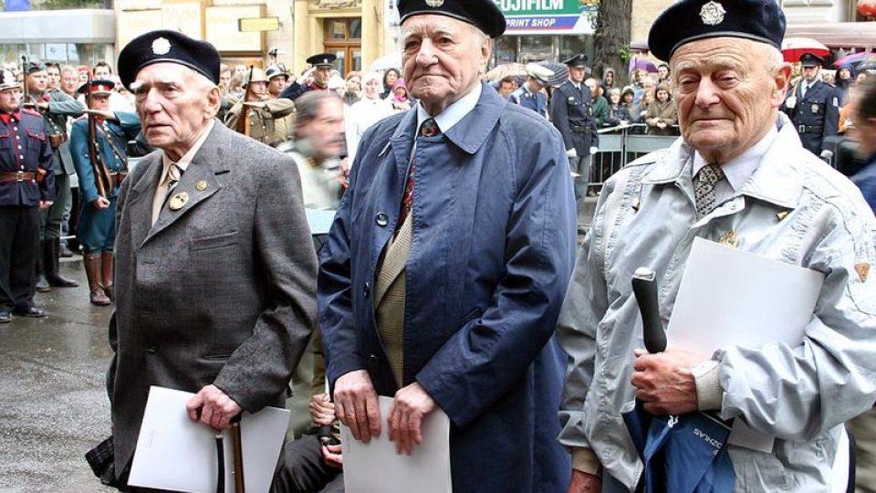 Ocenění bojovníci rozhlasu: zleva Vladiskav Baudisch, Rudolf  Heber, Václav Šafr (2005)