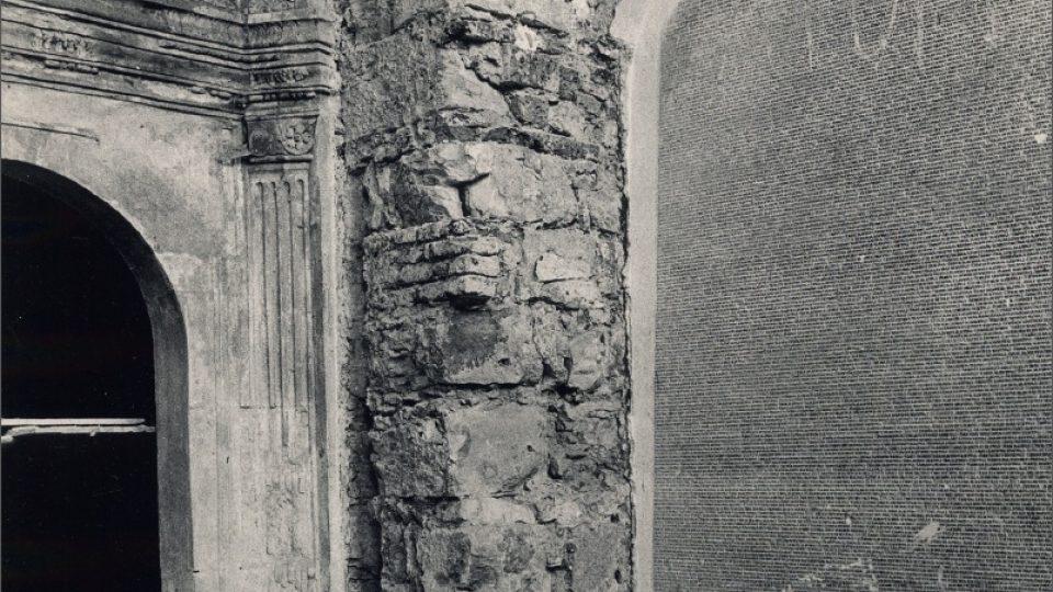 Památník obětí nacistické perzekuce v Pinkasově synagoze, stav v období normalizace
