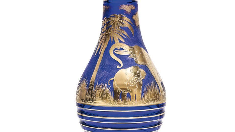 Animor 3362, ručně broušená váza s pískovanými a zlacenými motivy. Design: Rudof Wels, 1926