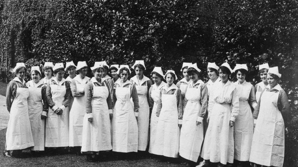 Americké sestry v liverpoolské nemocnici Červeného kříže, 10. srpna 1918